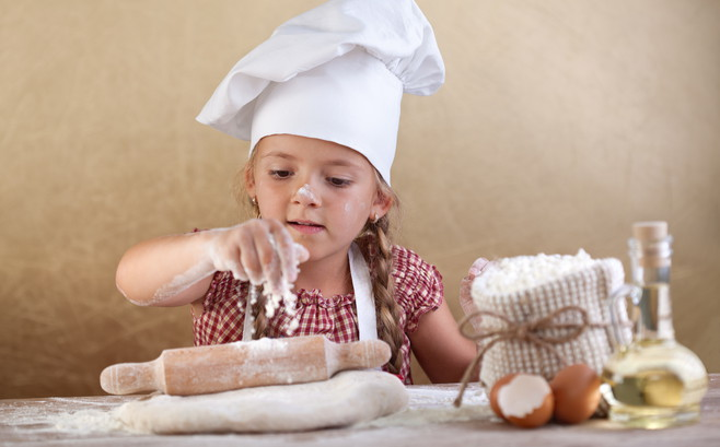 Auch die ganz Kleinen können schon etwas zum Generationen-Kochbuch beitragen.