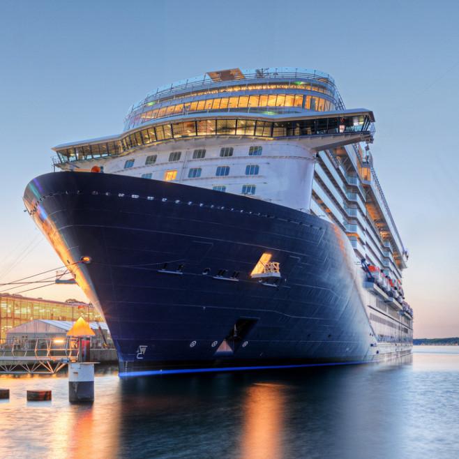 Wie wäre es, das Kreuzfahrtschiff schon vor Urlaubsantritt virtuell zu erforschen?