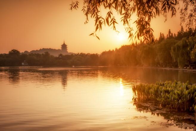 Goldene Stunde am Hangzhou West Lake in China