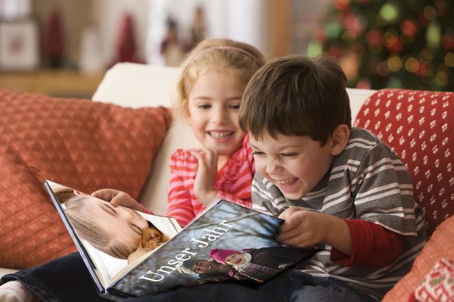 An Fotobüchern können sich Jung und Alt erfreuen. Das perfekte Geschenk zu Weihnachten.